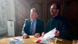 Links: Willem van der Vis, directeur Stichting Grote Kerk Breda. Rechts: provinciebestuurder Henri Swinkels. (foto: Raoul Cartens)