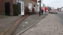 Vrouw belandt met auto op het trottoir in de Hoofdstraat in Schijndel (Foto: Sander van Gils)