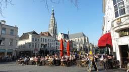 De Grote Markt in Breda. Vanaf maandag openen veel horecagelegenheden voor het eerst weer de deuren.