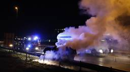 De auto van wethouder Wouter Bollen brandde uit. (Foto: SK-Media)