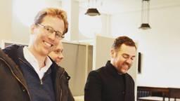 Christophe van der Maat (lijsttrekker VVD) stemt samen met Klaas Dijkhoff en Thierry Aartsen in Breda. (Foto: VVD)