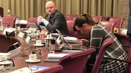 LPF-raadslid Langman (links) en CDA-raadslid Hofman boden hun excuses aan voor hun uitingen op social media rond Sinterklaasdemonstratie in Eindhoven