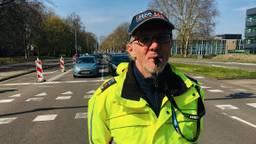 Een van de verkeersregelaars die chaos moest zien te voorkomen.