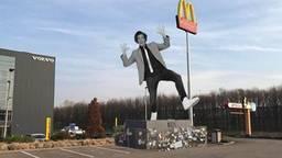 Snollebollekes zou het nieuwe standbeeld bij de McDonalds kunnen worden. (Foto: Facebook)