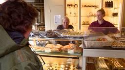 Maarten en Romy Esmée in de bakkerij