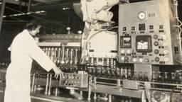 Piet, ongeveer 17 jaar, bij Bavaria aan het werk.