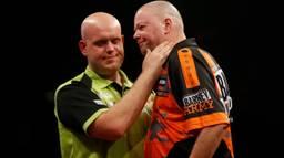 Van Gerwen en Van Barneveld (foto: ANP).