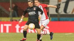 Fran Sol in duel met Nick Bakker van FC Emmen (foto: VI Images).