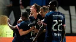 Luuk de Jong viert de 2-0 tegen Willem II. (foto: VI-Images)