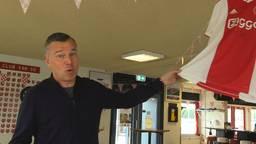 Het Ajax-shirt van Frenkie de Jong is het topstuk van de veiling.