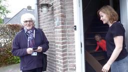 Hondenbelastingcontroleur Ad van Seeters op zijn ronde in Berkel-Enschot.