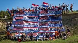 De Gomax-fanclub van Max Verstappen volgt haar favoriet overal (foto: Bas van Bodegraven).
