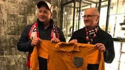 Michael, vader Ben en het shirt van opa Sjel de Brucykere.