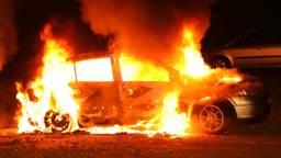 De Opel Astra ging in vlammen op. (Foto: Gabor Heeres / SQ Vision Mediaprodukties)