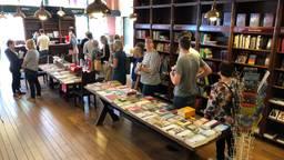 Zaterdag is de laatste dag voor boekhandel Bek in Veghel; vandaag stonden er lange rijen voor de kassa.