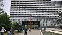 92 bewoners van de studentenflat aan het Professor de Moorplein in Tilburg eisen samen 138.000 euro van WonenBreburg na overlast van een verbouwing.