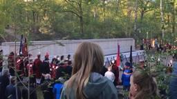Tijdens de dodenherdenking in Vught waren de schreeuwende gevangenen te horen. (Foto: Archief)