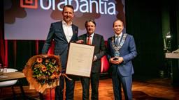 Brabantia-topman Tijn van Elderen, commissaris van de Koning Wim van de Donk en de Valkenswaardse burgemeester Anton Ederveen (foto: Brabantia).