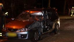De auto is aan de bestuurderskant flink beschadigd. (Foto: Erik Haverhals)