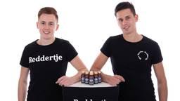 Remo van Boerdonk (l) en Jelco Broks (r) met hun drankje tegen de kater. (Foto: Remo van Boerdonk)