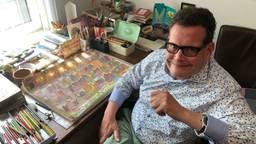 Tekenaar Michiel Coolen uit Asten in zijn werkkamer.