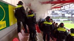 De ME oefent in het stadion van TOP Oss. (Foto: Omroep Brabant)