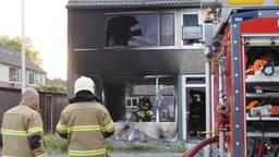 De brandweer kon niet voorkomen dat het huis uitbrandde. (Foto: Anja van Beek/FPMB)