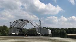 De achterwand van het podium moet helemaal worden vervangen (foto: Marco de Koning)