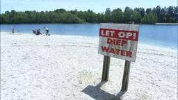 Waarschuwingsbord voor diep water bij camping De Maashorst. Foto: Omroep Brabant