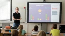 Een leraar voor de klas (foto: Pixabay).