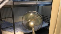 Een ventilator moet de daklozen wat afkoeling geven
