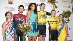 Wout Poels, Mike Teunissen en Steven Kruijswijk (van links naar rechts), gesecondeerd door de rondemissen (foto: Bas Delhij).