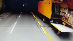 De lading vol postpakketjes viel op de Duitse chauffeur.