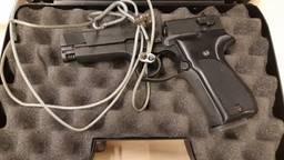 Een van de in beslag genomen wapens. Foto: politie.