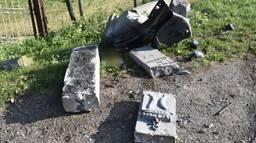 De beschadigde grenspalen (Foto: Hans Verbeek / FPMB)