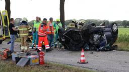 Een auto belandde op de kop. (Foto: Marco van den Broek / SQ Vision Mediaprodukties)