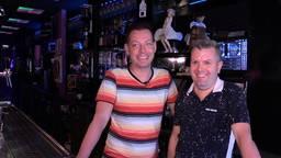 Fransjan Marijnissen (l) en Jeroen Wassink zijn de eigenaars van de Lollipop, de Tilburgse Gayclub die 20 jaar bestaat. (foto: Tom van den Oetelaar)