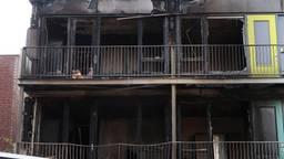 Marco woont in een van deze compleet verwoeste appartementen. (Foto: SQ Vision)