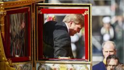 Koning Willem Alexander komt aan op het Binnenhof voor de troonrede. (Foto: ANP)