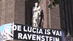Protest zaterdag bij de Luciakerk in Ravenstein. (Foto: Peter Pim Windhorst)