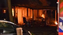 Bij de brand zijn twee kinderen om het leven gekomen. (Foto: Perry Roovers, SQ Vision)