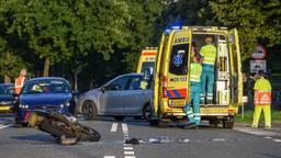 De motorrijder moest naar het ziekenhuis. (Foto: Tom van der Put/ SQ Vision)