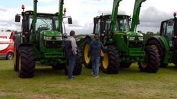Boeren én boerinnen kijken hun ogen uit op de Landbouwvakdagen.