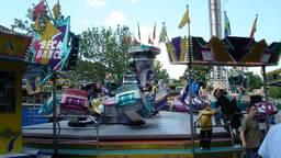 De kermisattractie Deca Dance (Foto: Vale Deca Dance).