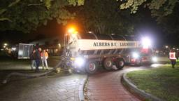Tankwagens brachten het vuile water naar een andere plek. (Foto: Bart Meesters/Meesters Multi Media)