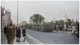 Tanks rijden over de Bredaseweg in Tilburg (Foto: Collectie Regionaal archief Tilburg, bewerking Jan van Oevelen)