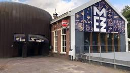 De Mezz in Breda, met rechts het café en links de zaal.
