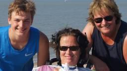 Hansje Janssen met haar zoon Jesse en haar Hanneke.