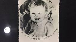 """""""Ik kom heus terug hoor"""" zegt prinses Beatrix op een foto die door vliegtuigen gedropt werden in Tilburg. (Foto:"""