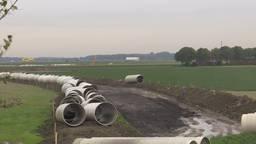 De nieuwe buizen voor de afvalwaterpersleiding. (Foto: Erik Peeters)